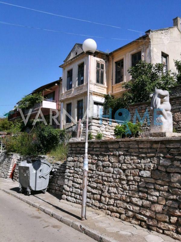 Триетажна къща-паметник на културата…