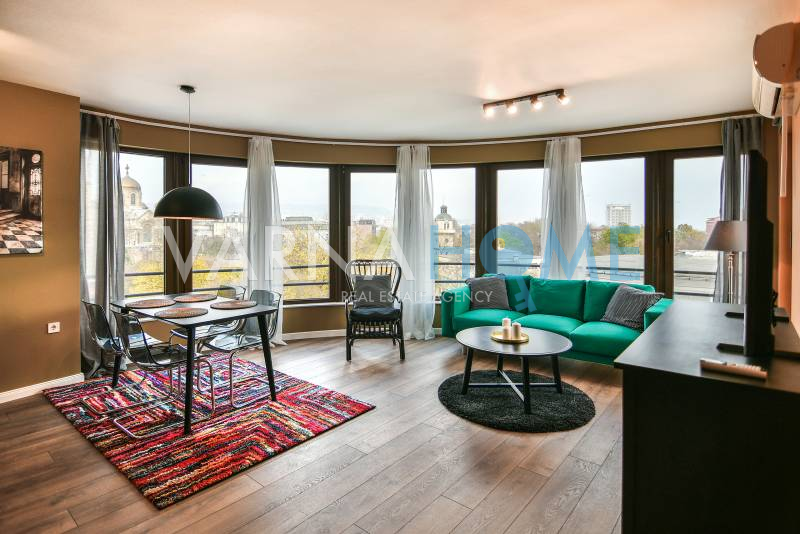 Идеален център, Тристаен апартамент